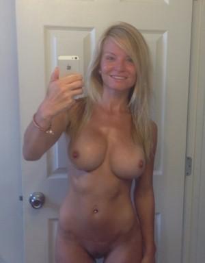 Wil jij mijn nieuwe borsten voelen