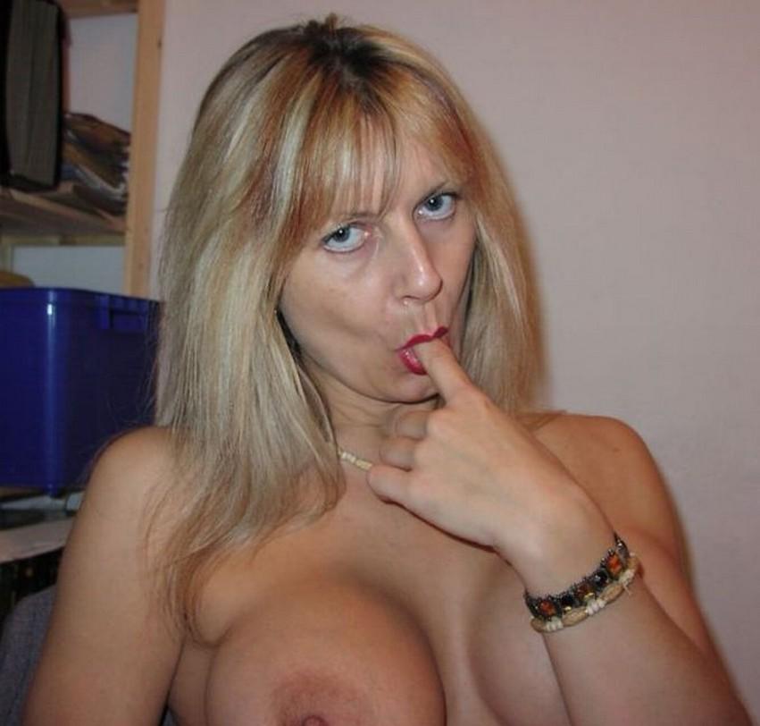 Rijpere dame zkt borstenliefhebber