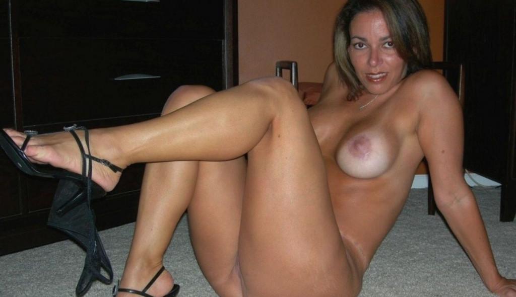 Neuk je graag een naakte geile vrouw?