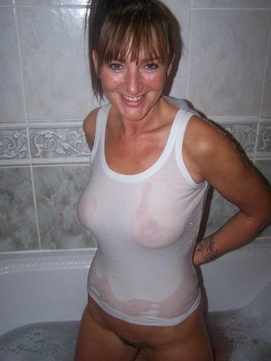 Late Night Shower. Daarna neuken?